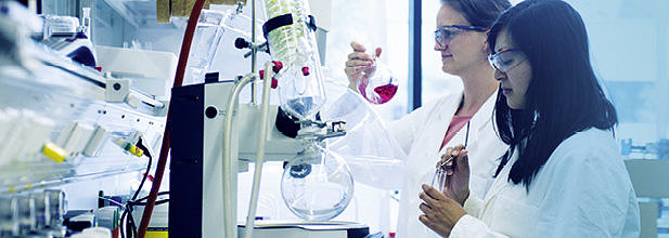 Two female researchers working at laboratory with rotary evaporator at new EAM chemistry building (Image: EAM/Minx)